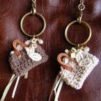 編みモチーフのバッグチャーム