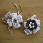 リネンと刺繍糸のコサージュ