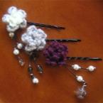 毛糸の花のヘアピン