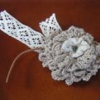 コットン毛糸のコサージュ