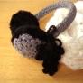 毛糸のイヤーマフラー