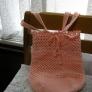 ネット編みの巾着バッグ