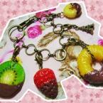 ・ω・チョコかけ完熟フルーツのバッグチャーム