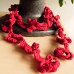 毛糸のレイ風アクセサリー