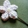 ふっくら花の小さなヘアピン