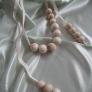 白木の玉のネックレス
