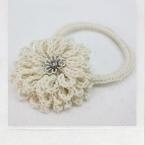 白い花のヘアゴム