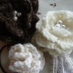 毛糸の巻きバラコサージュ