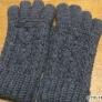 かぎ針で編むアラン模様の5本指手袋