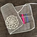 交差編みで編むかぎ針ケース