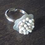 貝ボタンの花指輪
