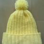 黄色のニット帽