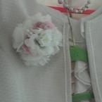 №084 造花のコサージュ