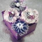お花モチーフとボタンで髪飾り