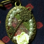 薔薇と鍵のキーチェーン