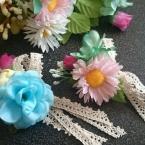 造花でコサージュ