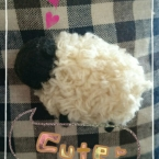 ポンポンで羊ブローチ