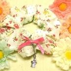 花柄×チェックシュシュ