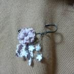 お花のピンブローチ