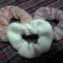 シンプルなメリアス編みのシュシュ