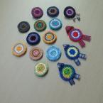 刺繍糸でカラフルバッチ