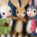 仲良しウサギ三匹