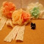 レースと造花のコサージュ