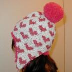 耳あて付きハート柄編み込み帽子 ぼんぼん付き