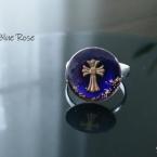 十字架の青い指輪