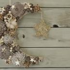 100均の材料で冬を楽しむ月と星のクリスマスリース