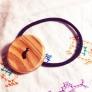 木製ボタンのヘアゴム