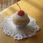 羊毛フェルトのカップケーキ(さくらんぼ)