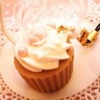 粘土でつくるカップケーキストラップ