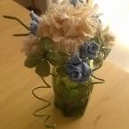 布花で花瓶を飾る