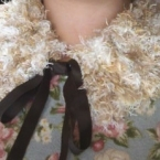 毛糸編みのふわふわティペット
