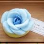 型を使って青いバラのエコたわし