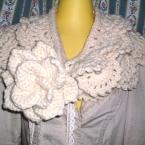 お花とモチーフ編みのマフラーをすぬーど風に