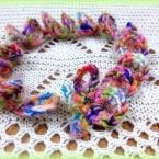 かぎ針編みのブレスレット・お袖の上にもかわいい