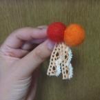 フェルトボールのプチブローチ