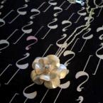 銀粘土の花ペンダント