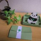 切り絵のジオラマカード 「クローバー畑のパンダ」
