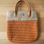 手織り布のバッグ
