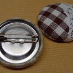くるみボタンのブローチ(バッジ)