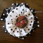 布とボタンのコサージュブローチ