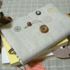 ボタン柄ブックカバー