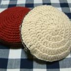 かぎ針編みの丸形ポーチ