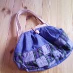 スカートをリサイクル 革の持ち手のグラニーバッグ