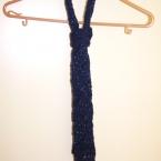 棒針編みのニットタイ