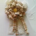 裂き布のコサージュ