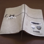 ステンシル×ちょこっと刺繍のブックカバー